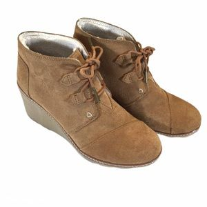 Toms Desert Wedge Wheat Suede Shearling Ankle Boot